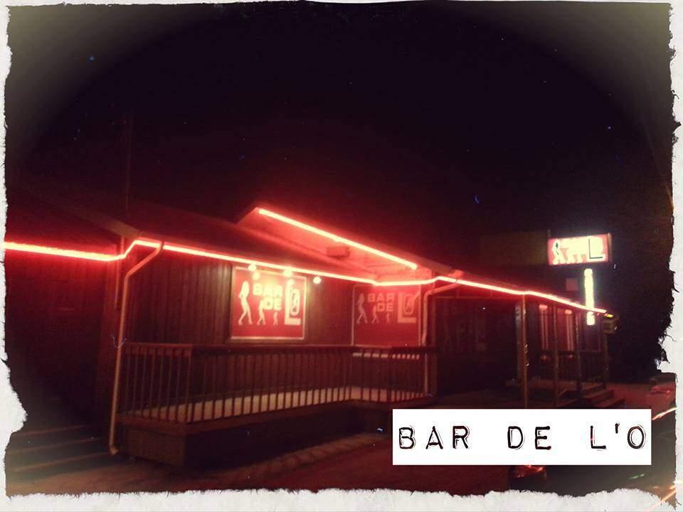 Bar de l'O, Bar de danseuses nues